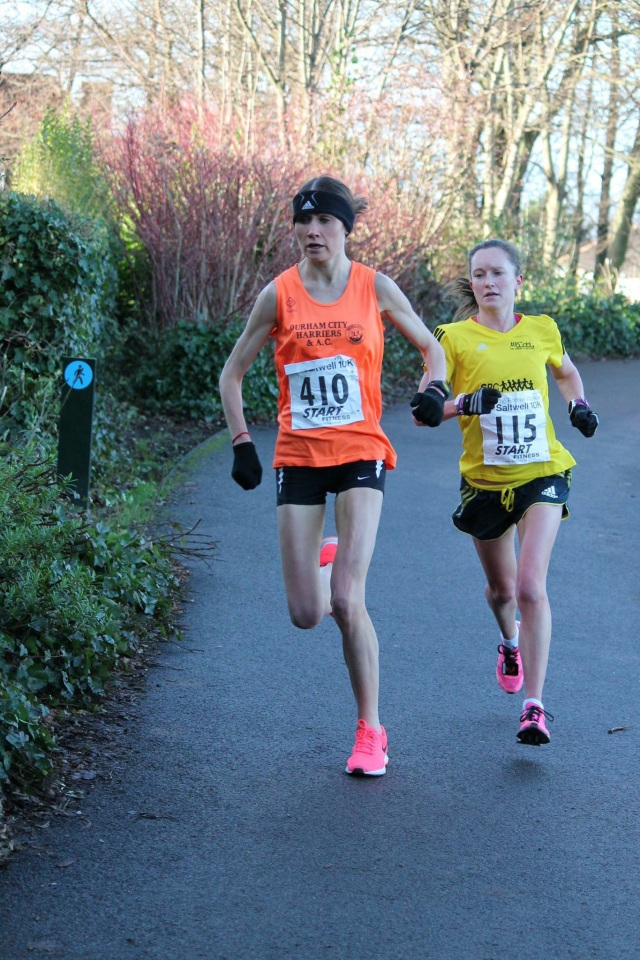 Getting killed by Rosie Smith at Saltwell 10k. Great running by her